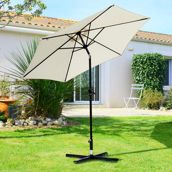 Arredare il giardino con ombrellone orientabile