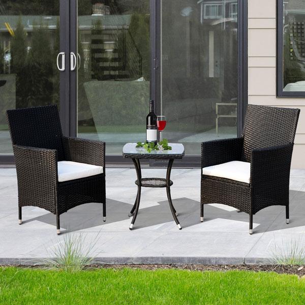Arredare il giardino con tavolinetto e sedie