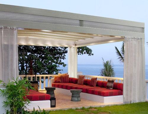 Arredamento dehors per valorizzare l 39 esterno di alberghi for Arredo bar esterno