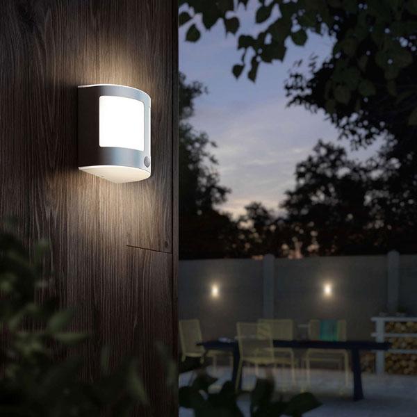 Lampada per il giardino di casa con sensore